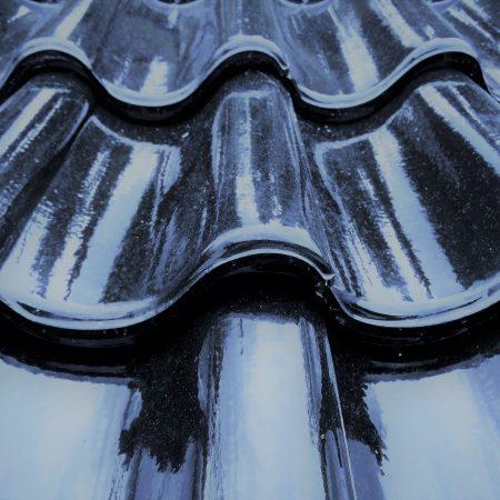 Dachpfanne schwarz